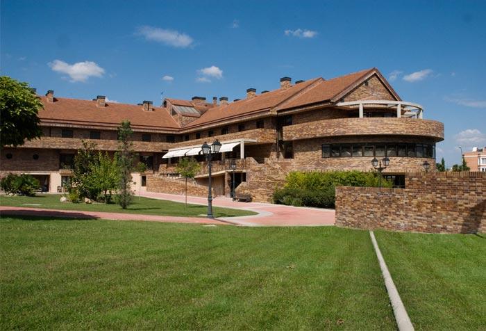 Residencia el pardo de aravaca residencias de ancianos en for Residencia el jardin madrid